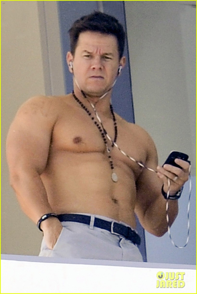 Mark Wahlberg balconymytext01