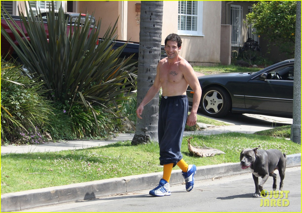 walking dead jon bernthal shirtless dog walk 042651264