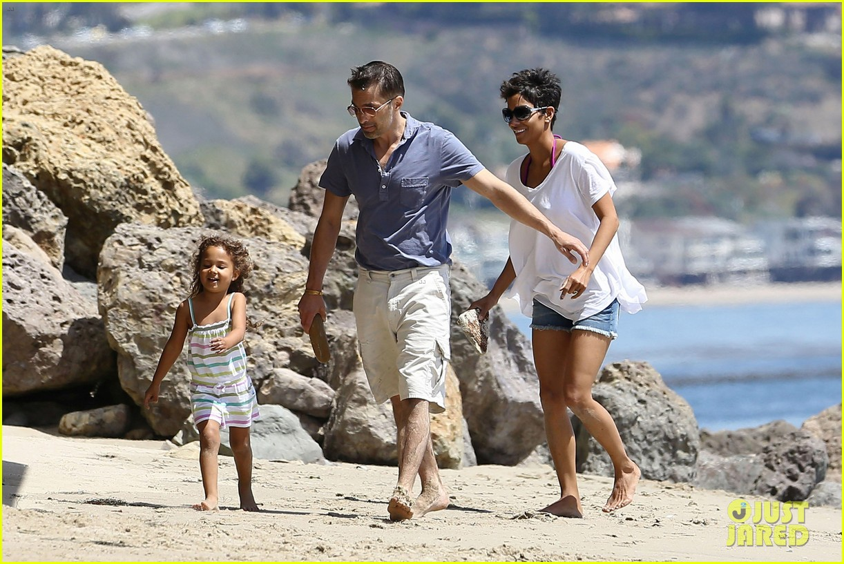 halle berry olivier martinez malibu beach time with nahla 01