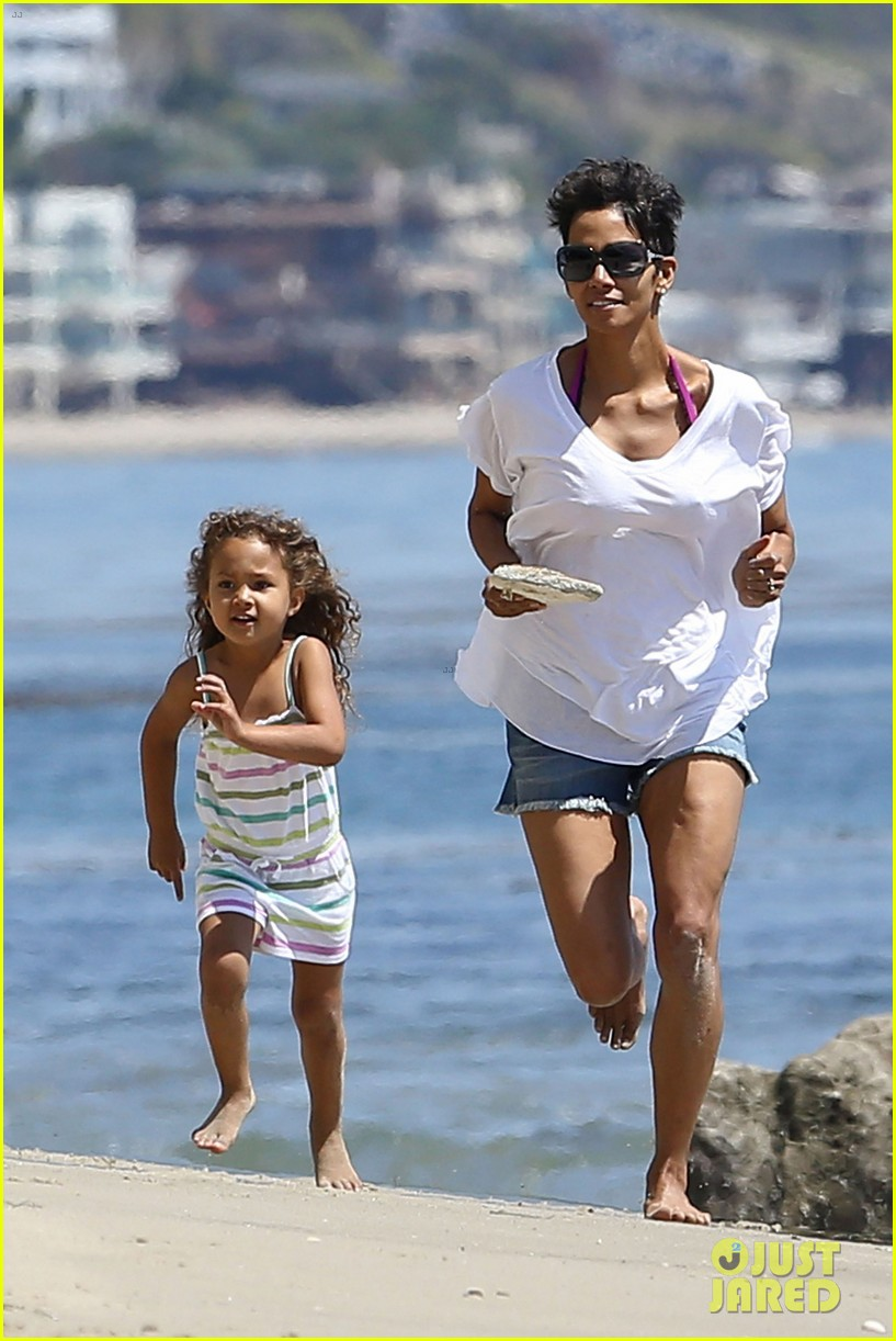 halle berry olivier martinez malibu beach time with nahla 062646507