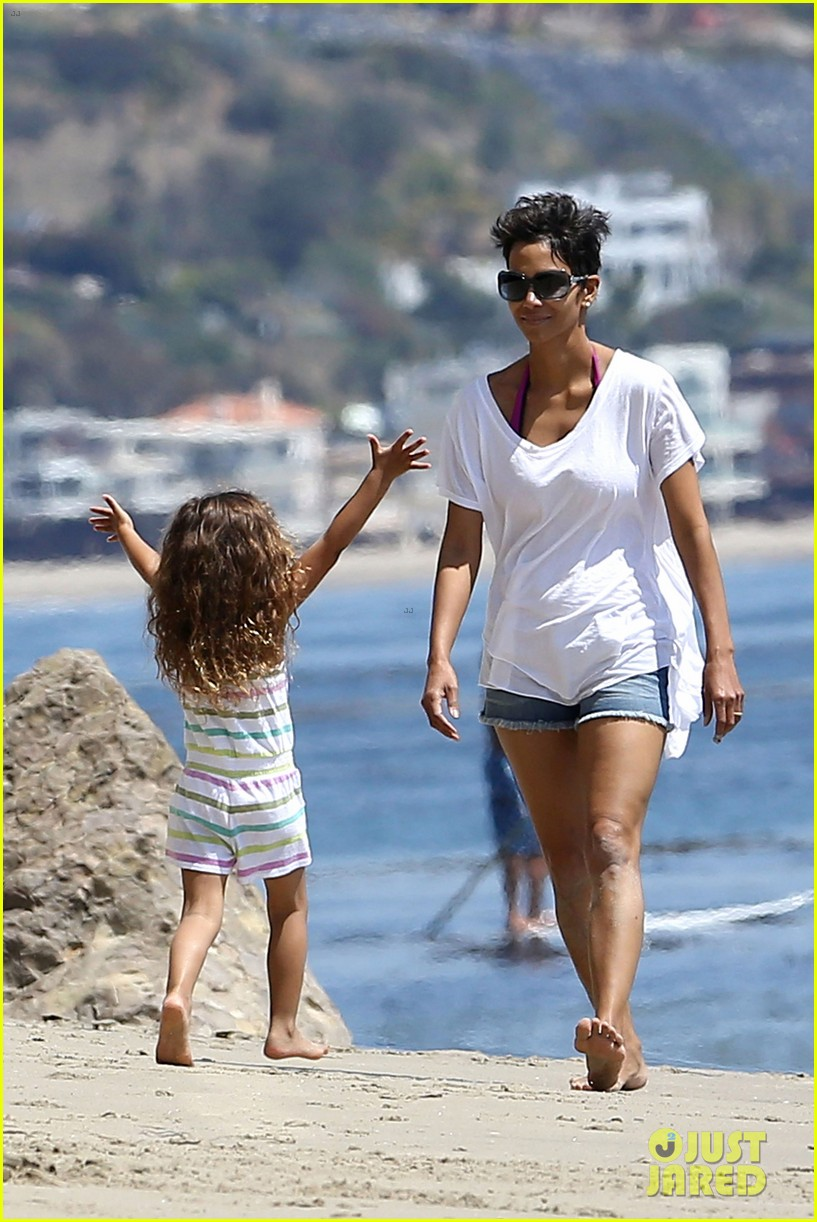halle berry olivier martinez malibu beach time with nahla 082646509