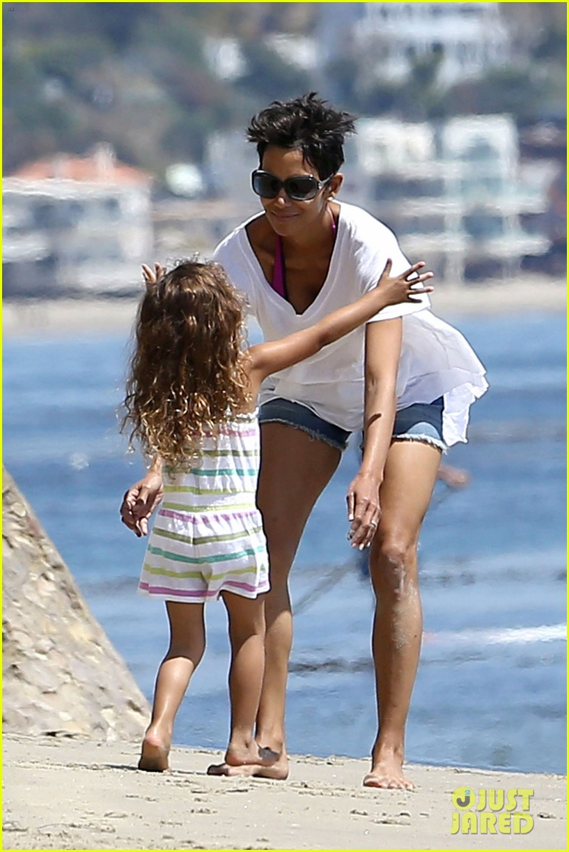halle berry olivier martinez malibu beach time with nahla 112646512