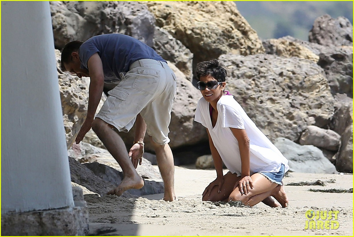 halle berry olivier martinez malibu beach time with nahla 22