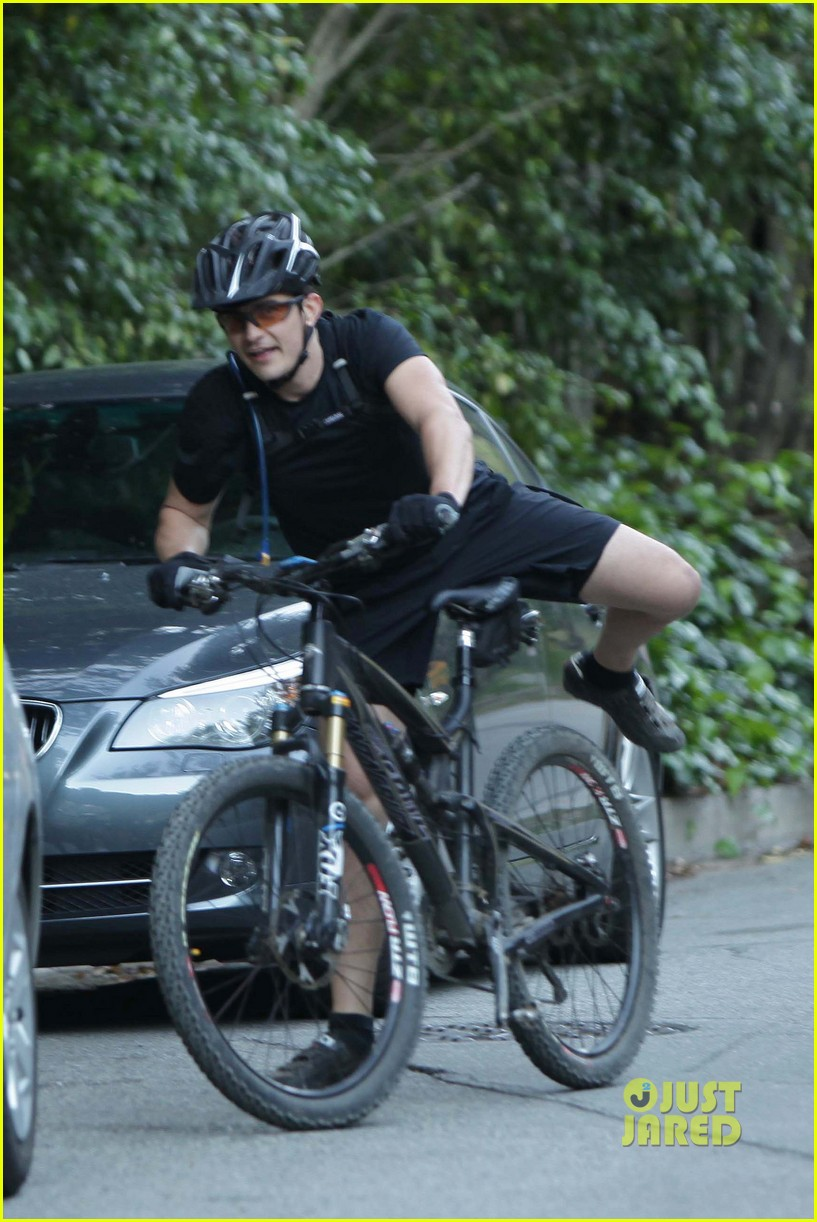 orlando bloom biker shorts 03
