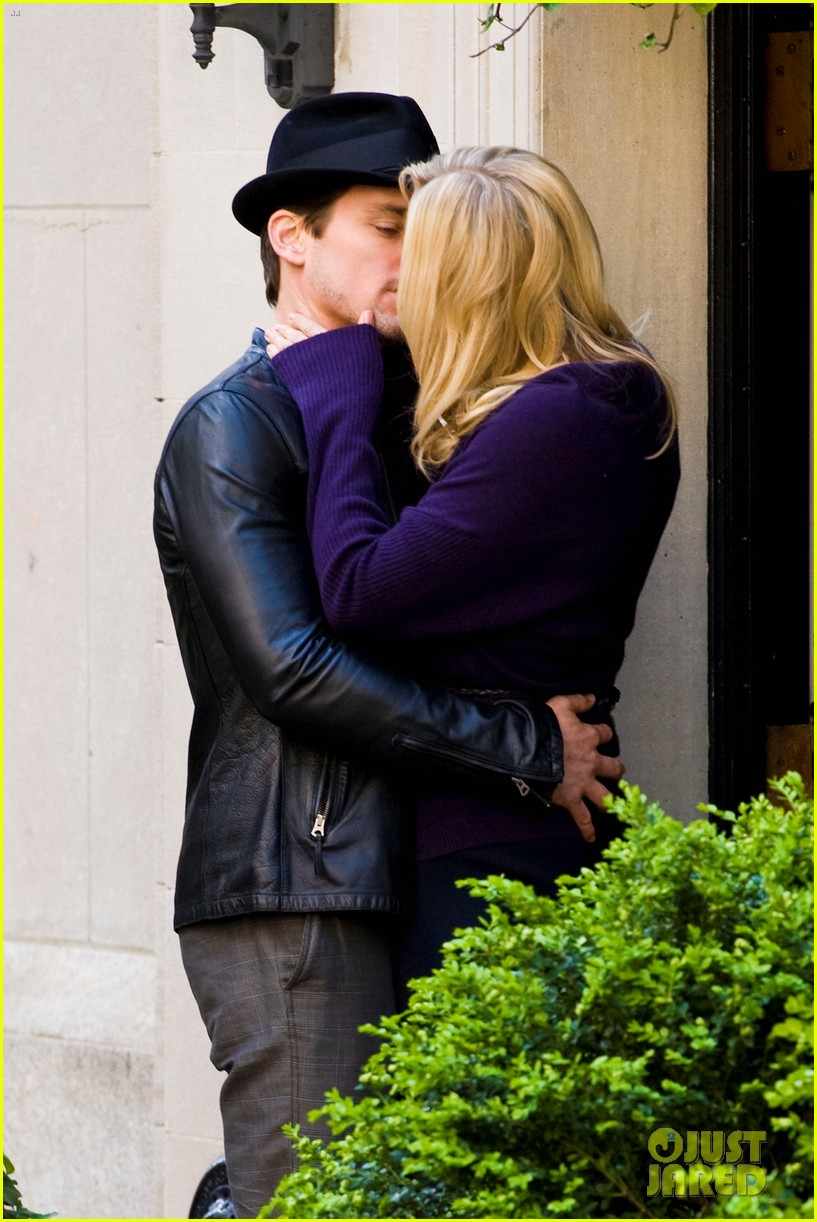 matt bomer laura vandervoort kiss for white collar 092648939
