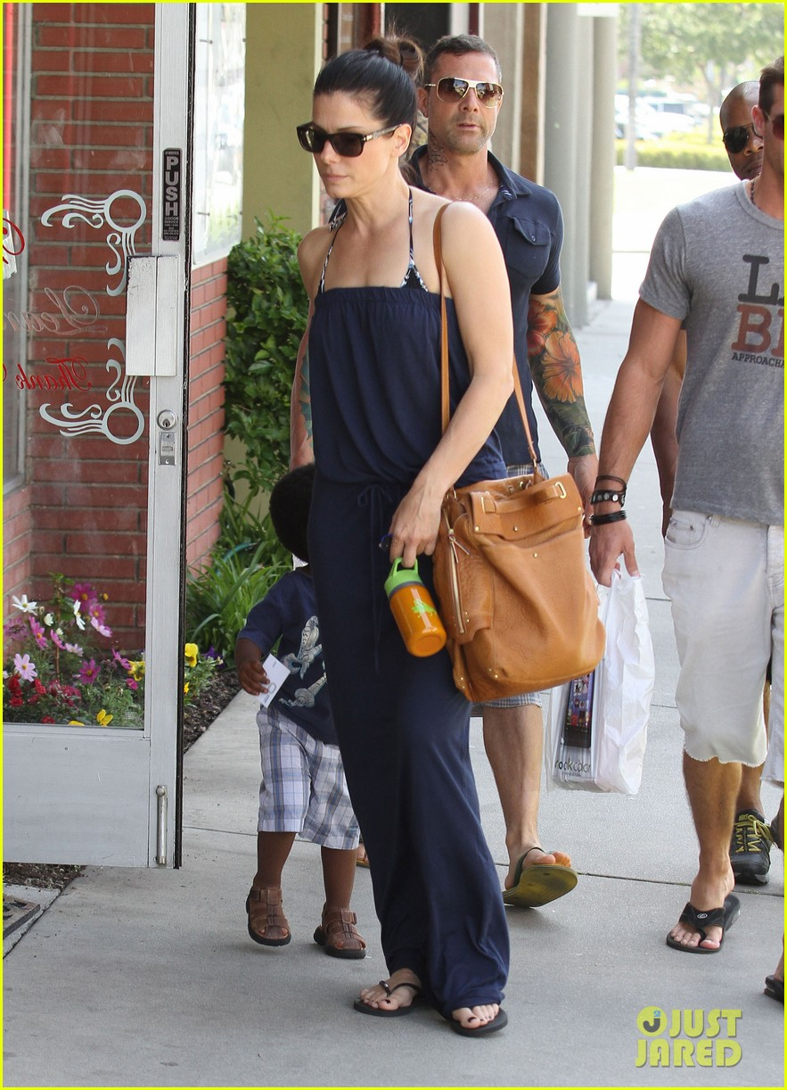 sandra bullock louis shopping 13