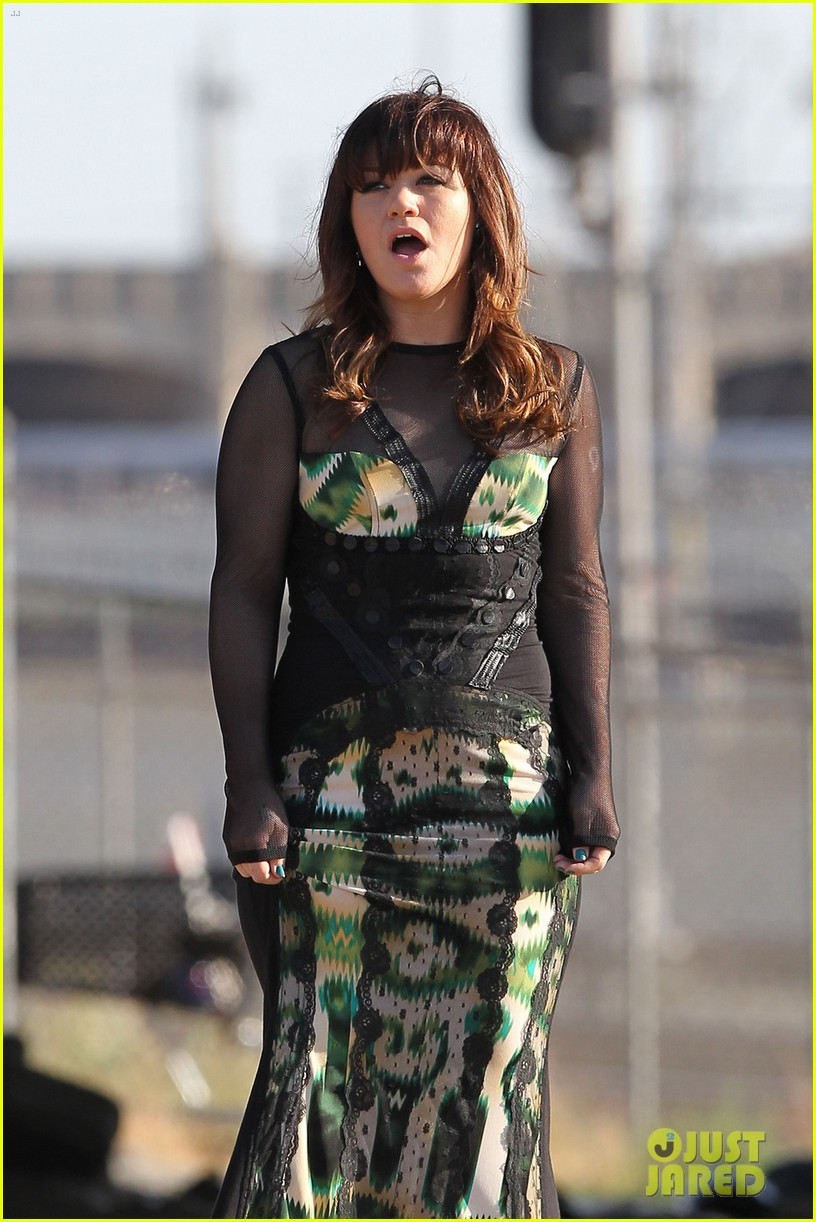 kelly clarkson dark side video shoot 12