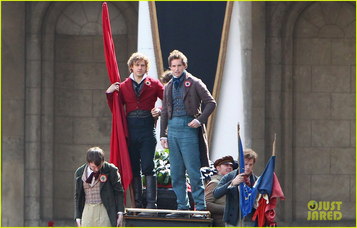 russell crowe eddie redmayne les miserables men 07