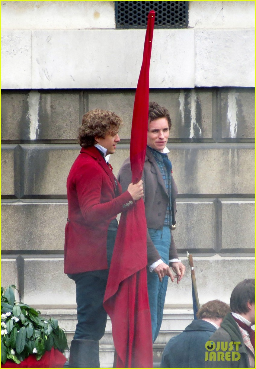 russell crowe eddie redmayne les miserables men 122648415