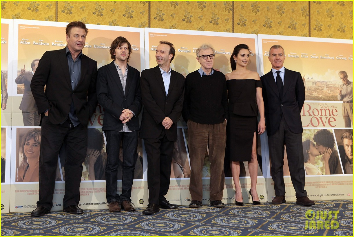 penelope cruz to rome with love photocall 05