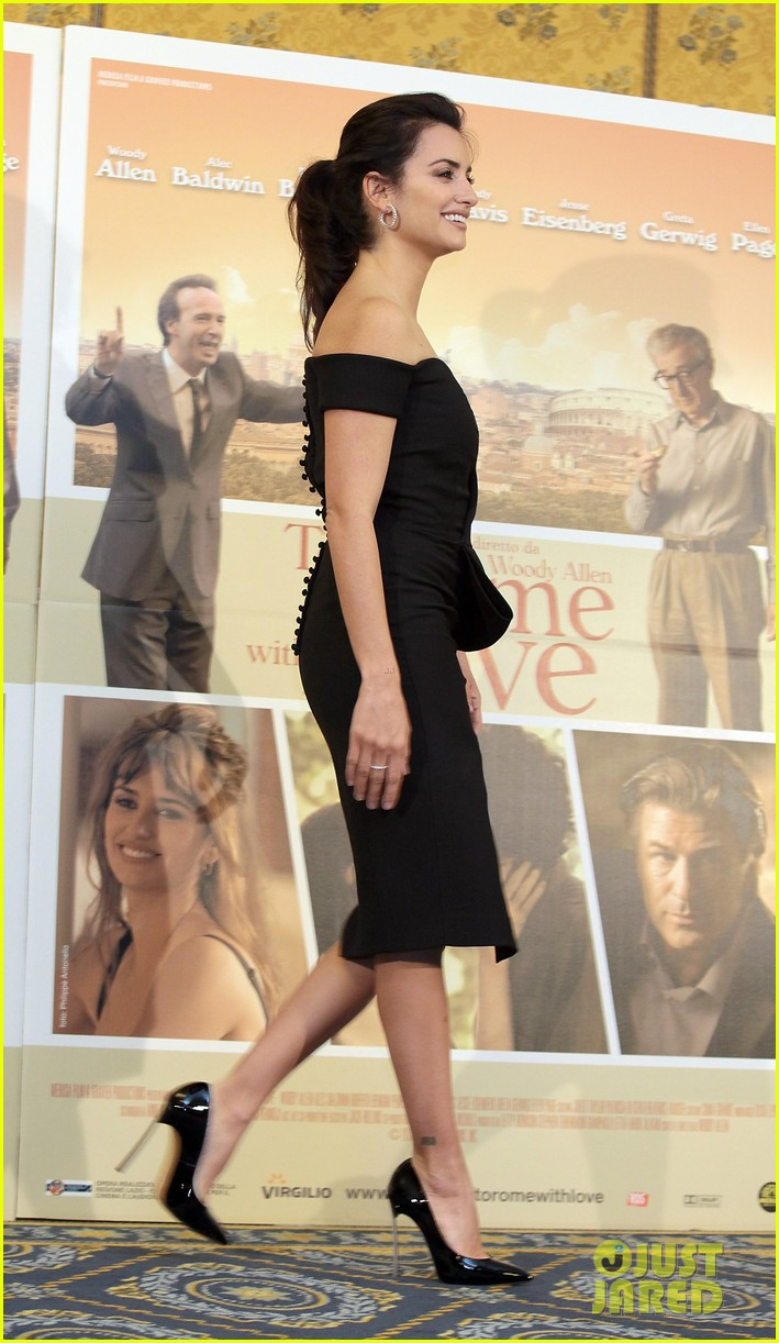 penelope cruz to rome with love photocall 092648520