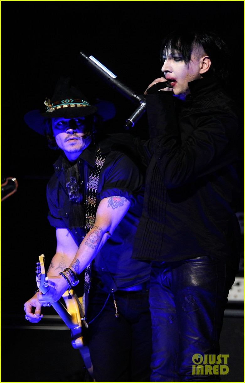 johnny depp revolver golden gods awards with marilyn manson 07