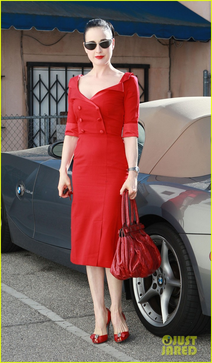 dita von teese all red 01