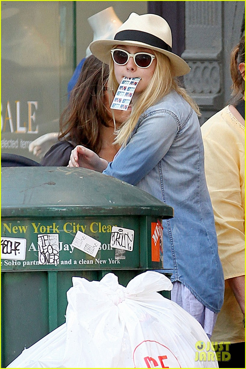 dakota fanning recycling nyc 02