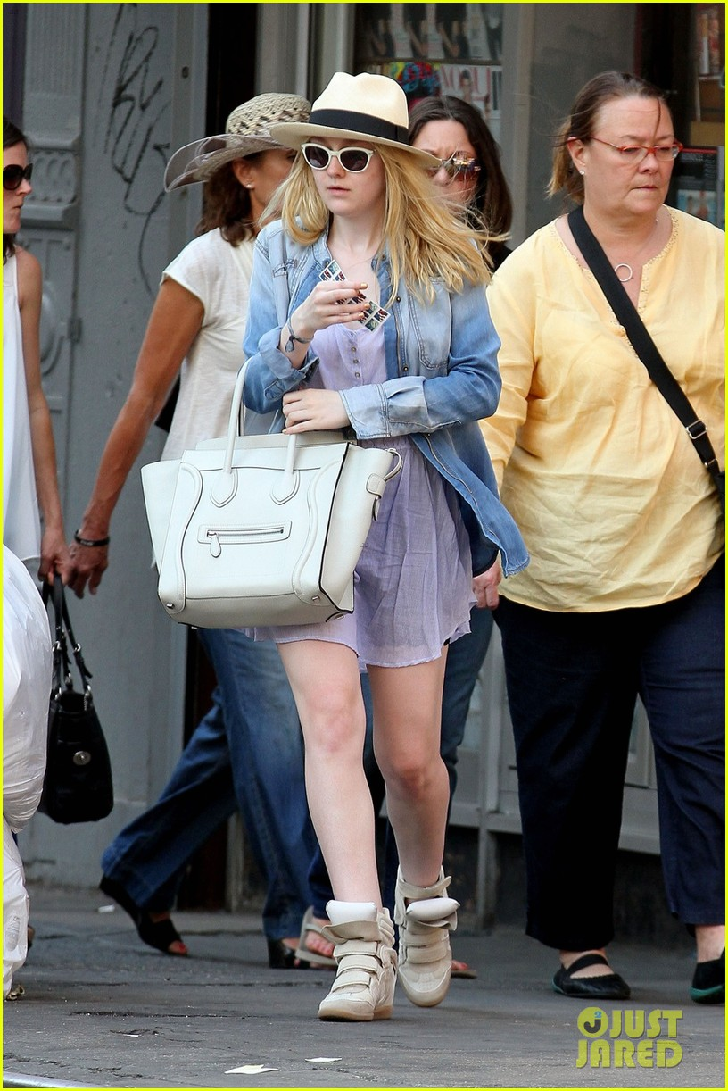 dakota fanning recycling nyc 03