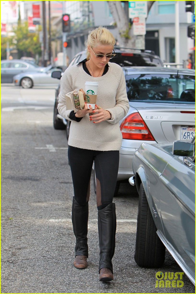 amber heard coffee sandwich stop 09