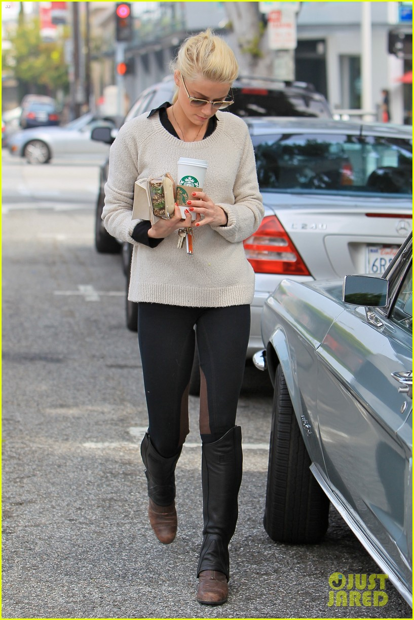 amber heard coffee sandwich stop 102643993