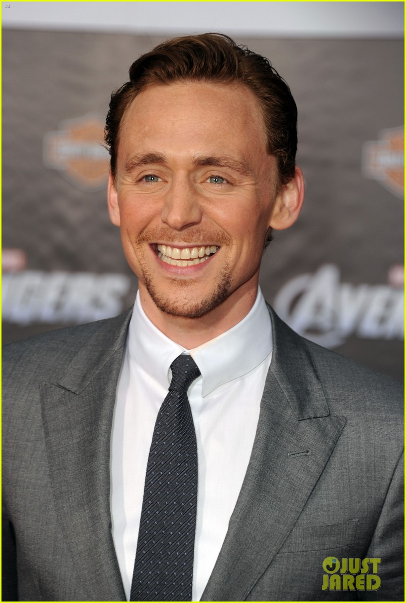 tom hiddleston cobie smulders avengers premiere 04