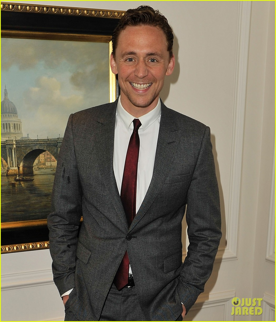 tom hiddleston noises off press night 05