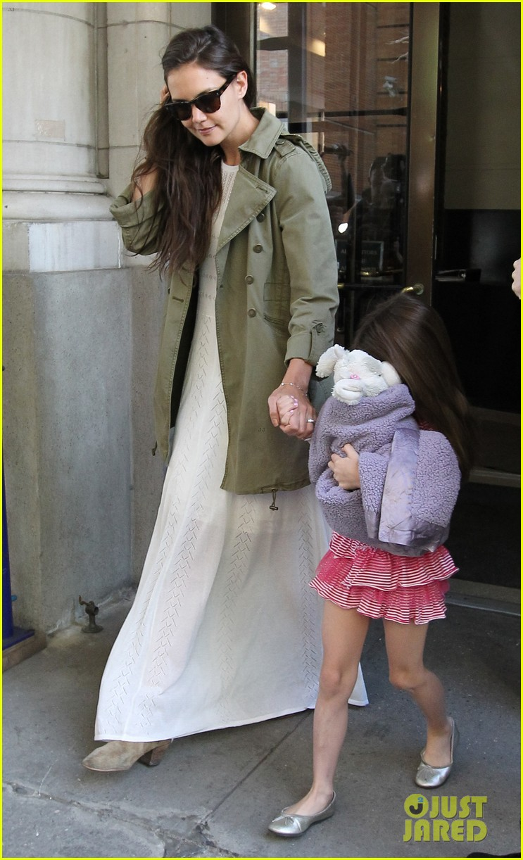 katie holmes suri celebrates sixth birthday 03