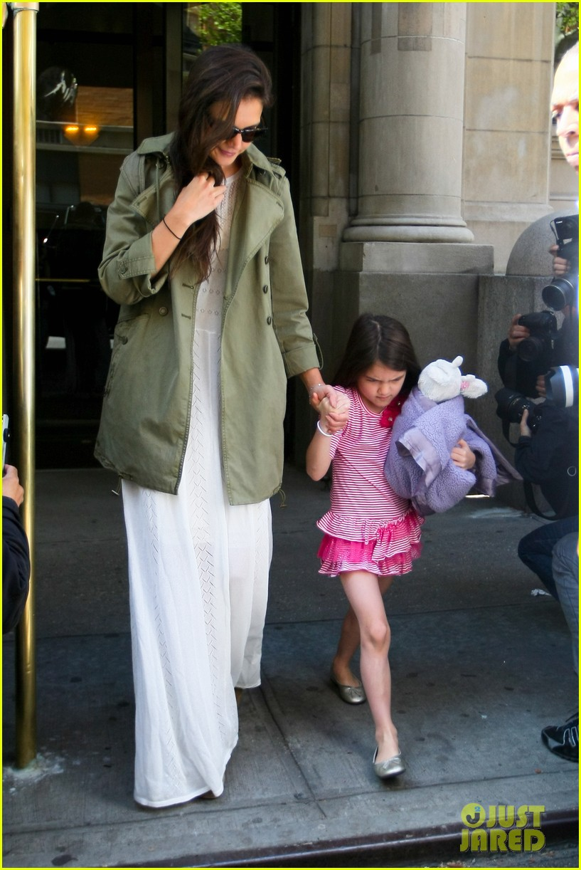 katie holmes suri celebrates sixth birthday 082650501