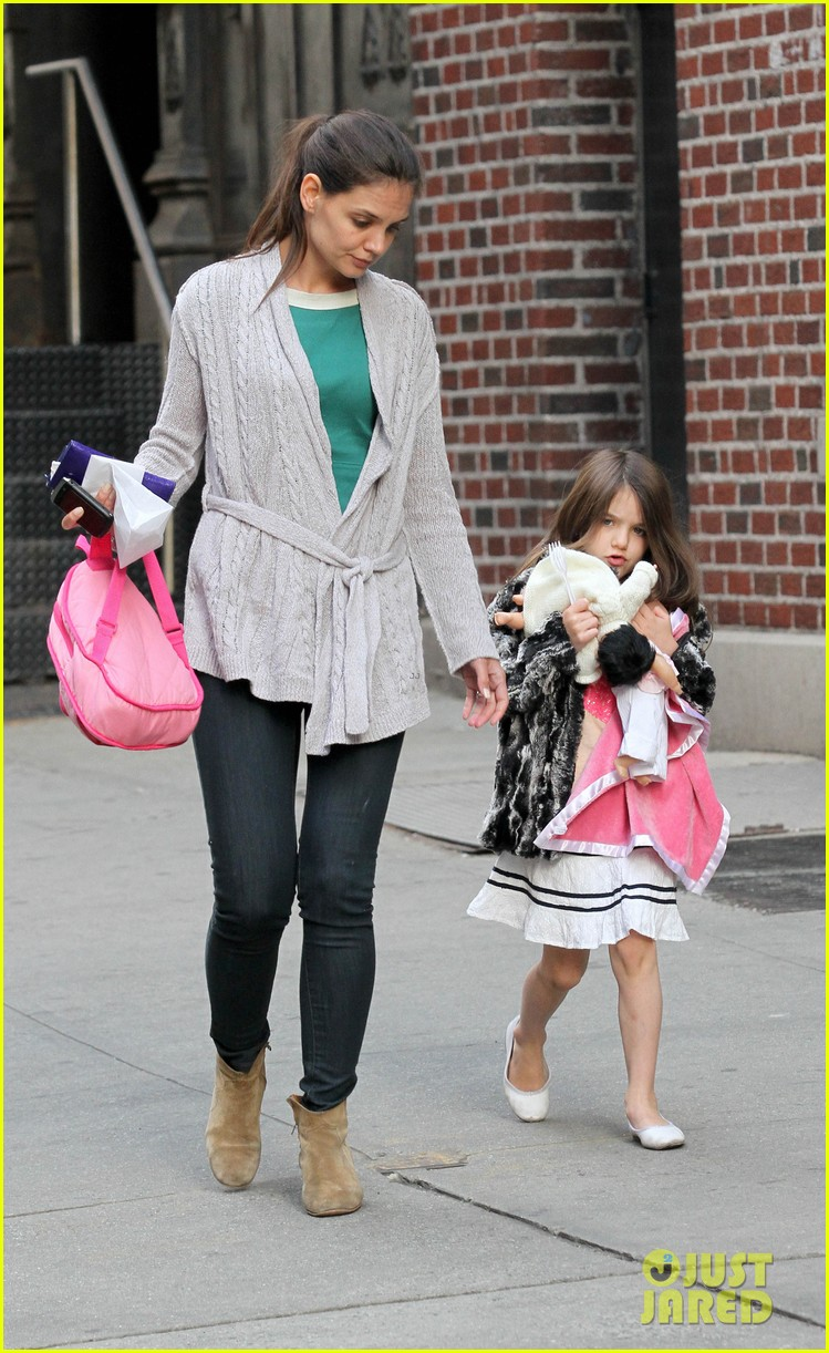 suri cruise sticks tongue out at katie holmes 052653376