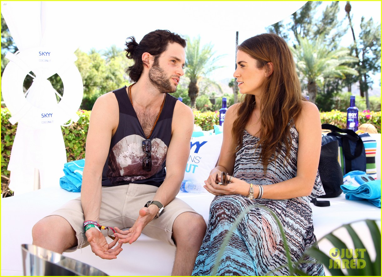 zoe kravitz penn badgley coachella couple 13