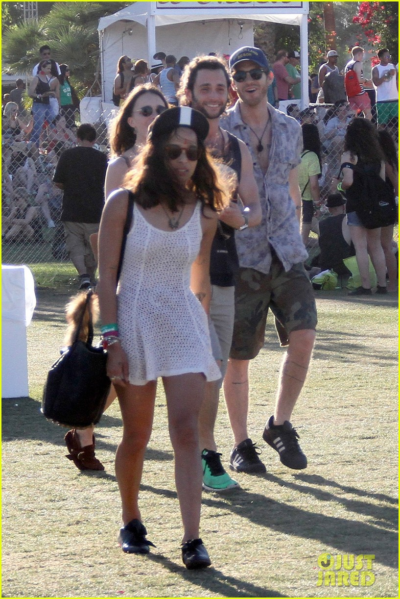 zoe kravitz penn badgley coachella couple 19