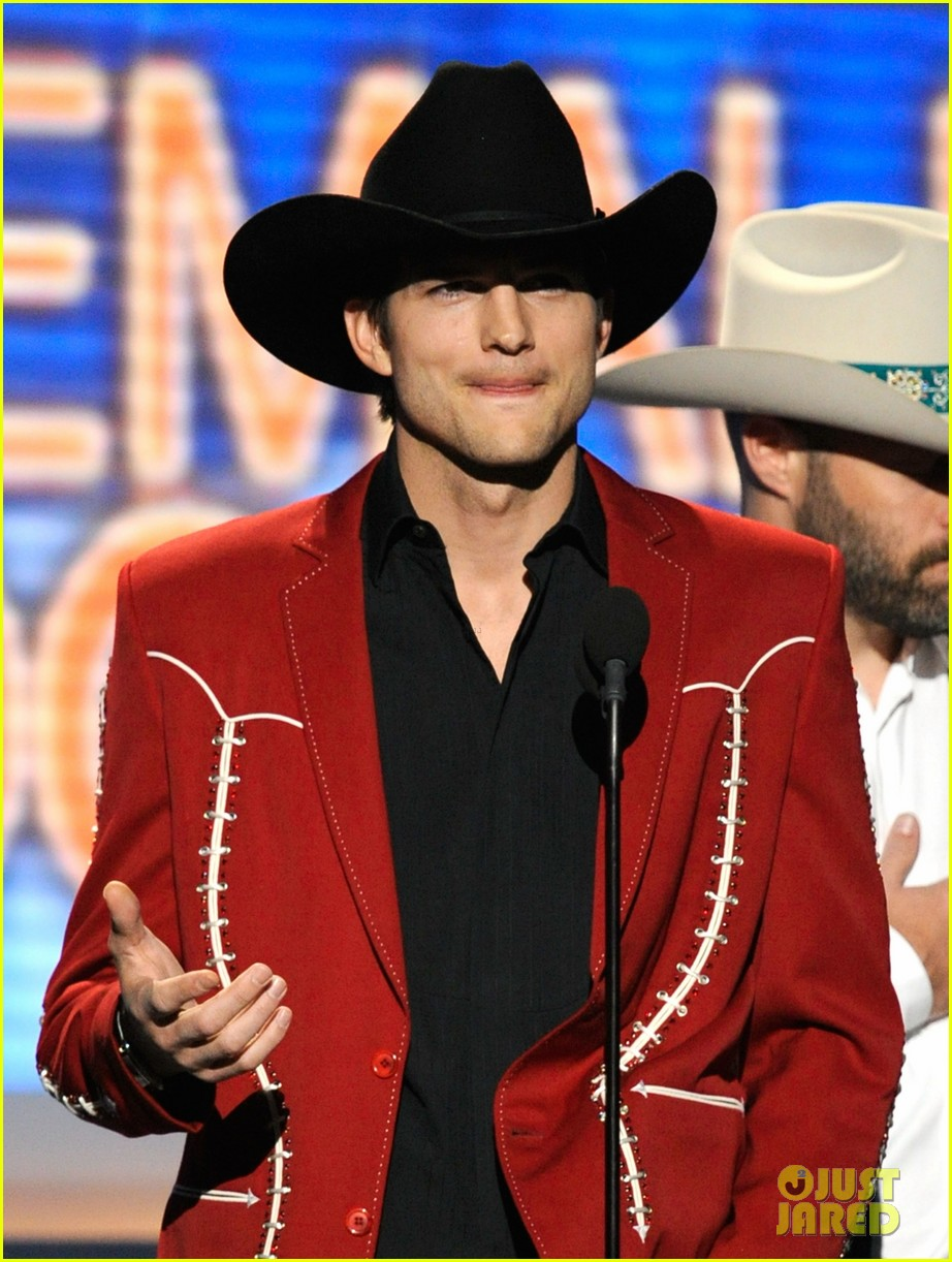 ashton kutcher acm awards 05