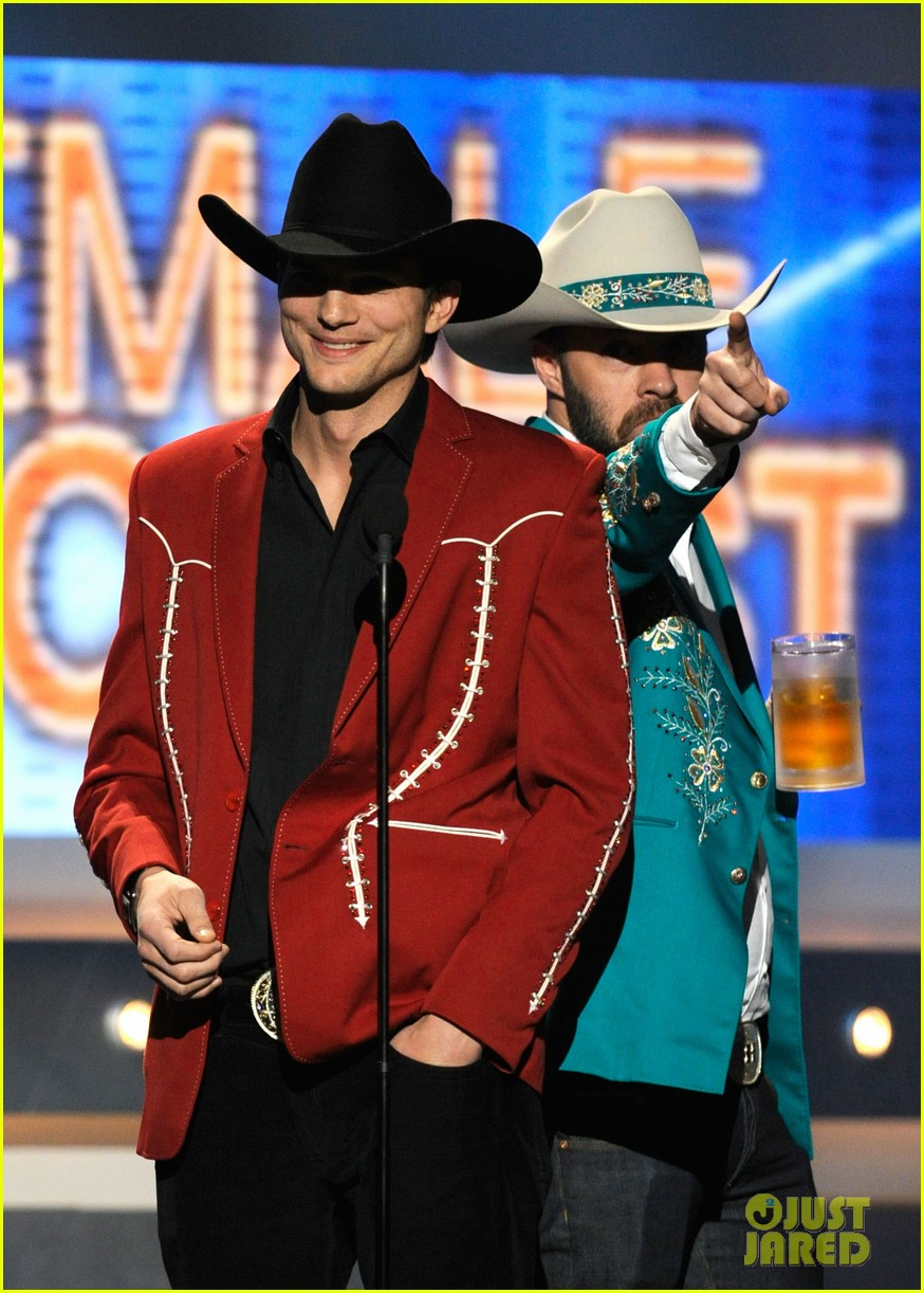 ashton kutcher acm awards 06