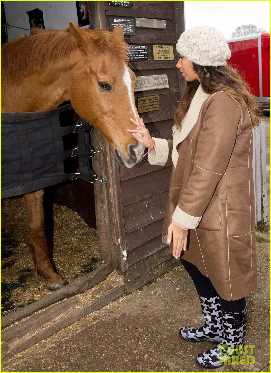 leona lewis animal sanctuary 05