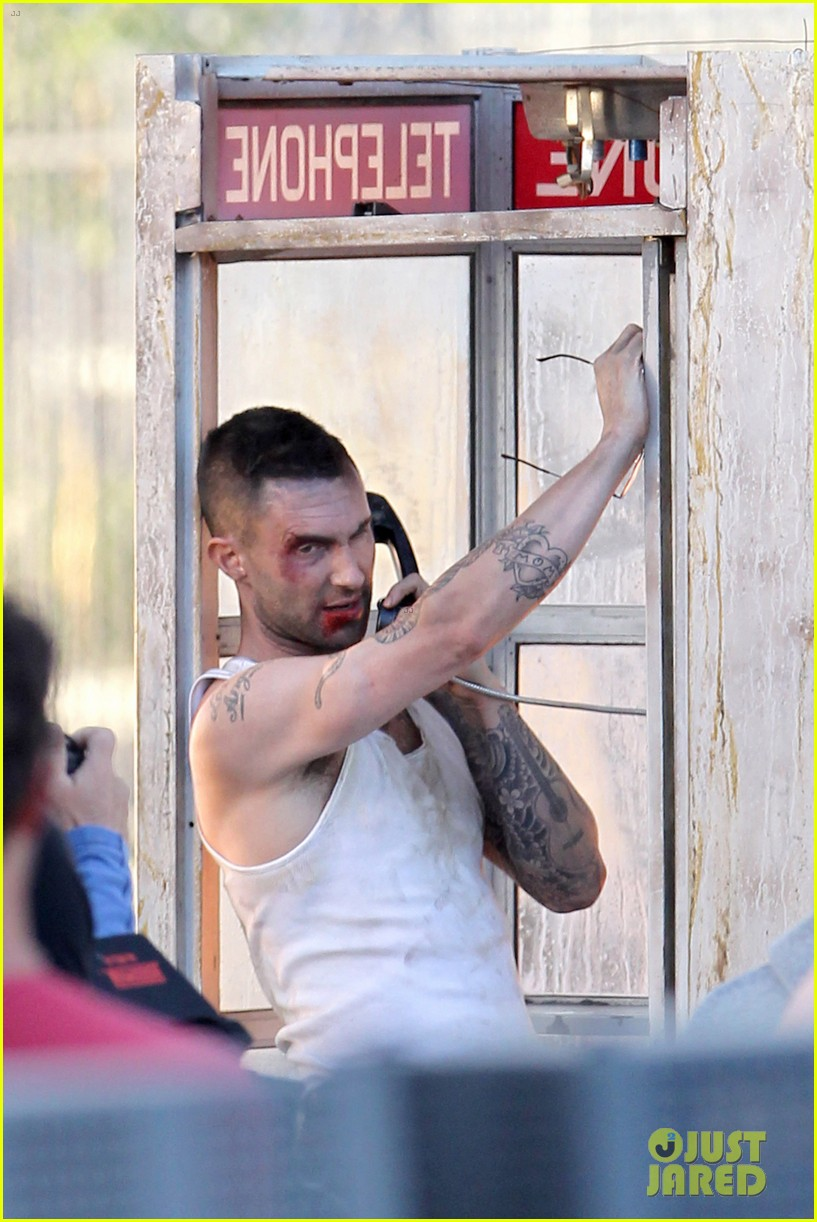 adam levine bloody for maroon 5 payphone 05