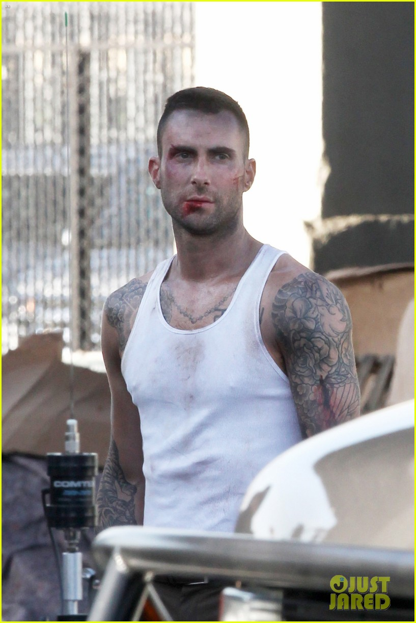 adam levine bloody for maroon 5 payphone 14