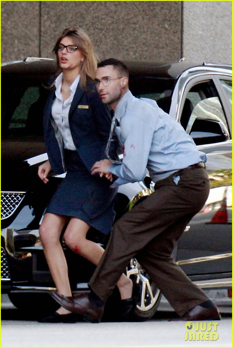 adam levine bloody for maroon 5 payphone 17
