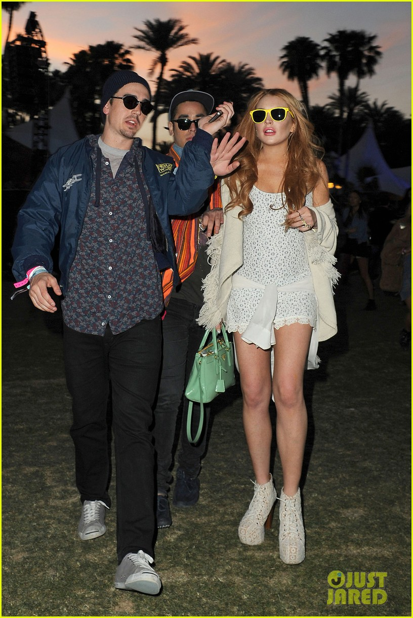 lindsay lohan coachella with michael lohan jr 15
