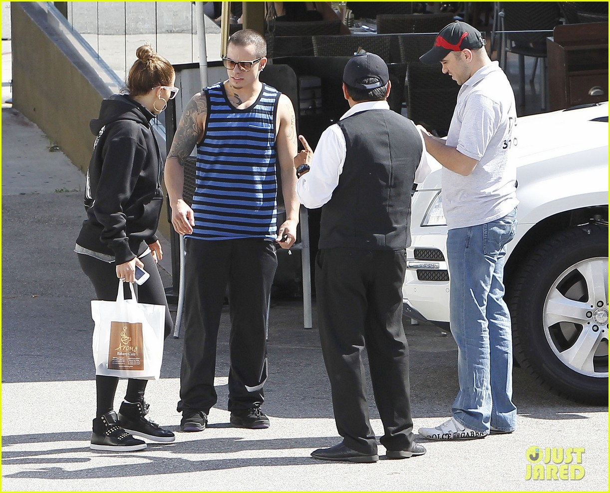jennifer lopez casper smart lovebirds at lunch 07