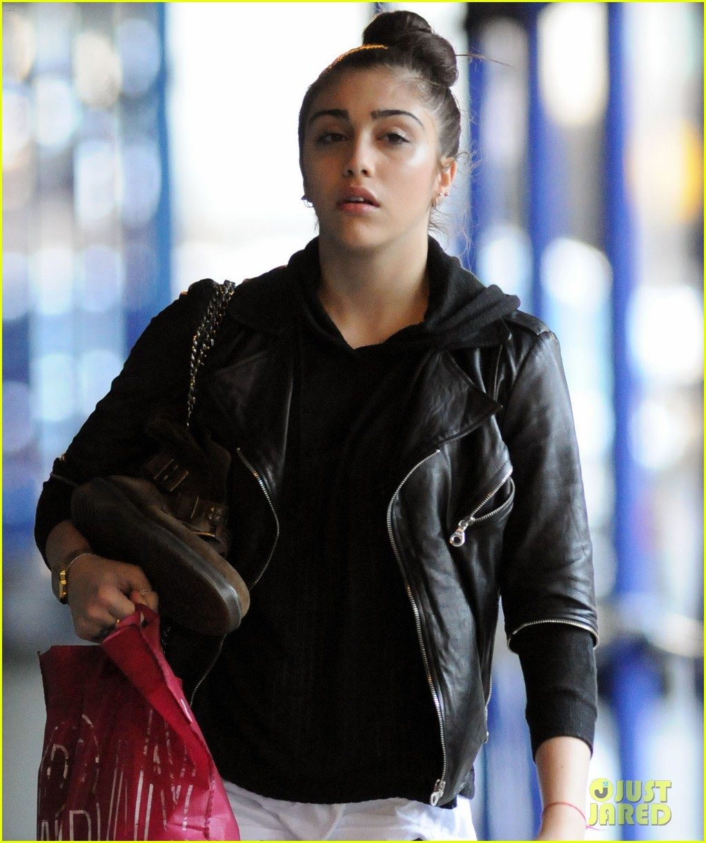 lourdes leon going to school 04