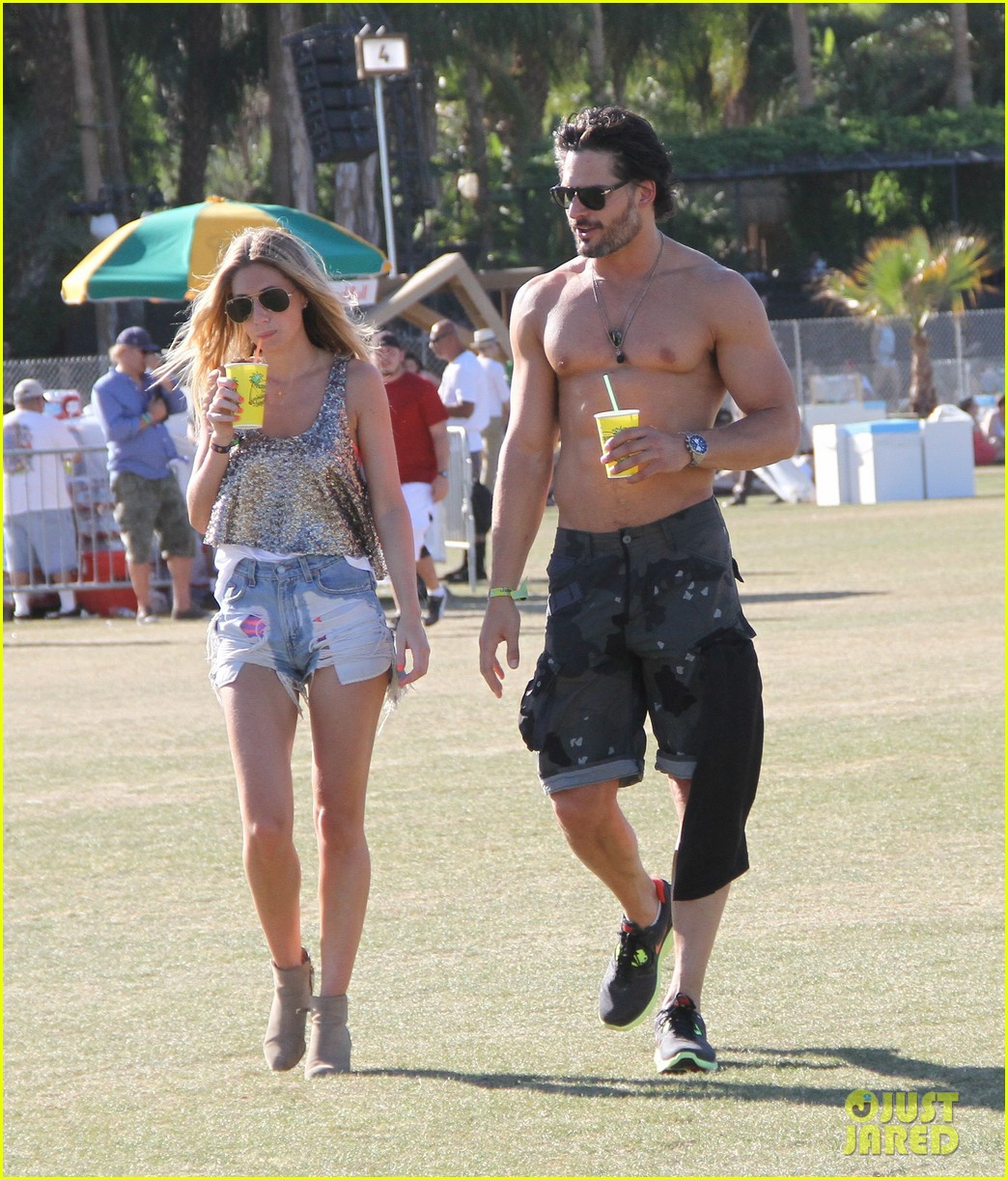 joe manganiello shirtless at coachella 05