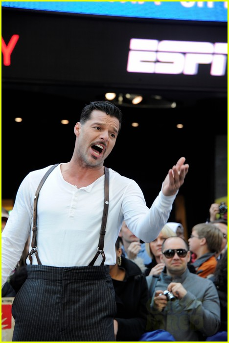 ricky martin elena roger evita performance on gma 01