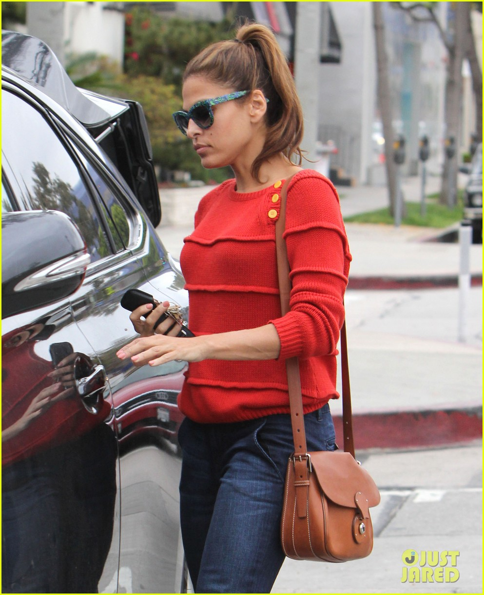 eva mendes red sweater shopping 08