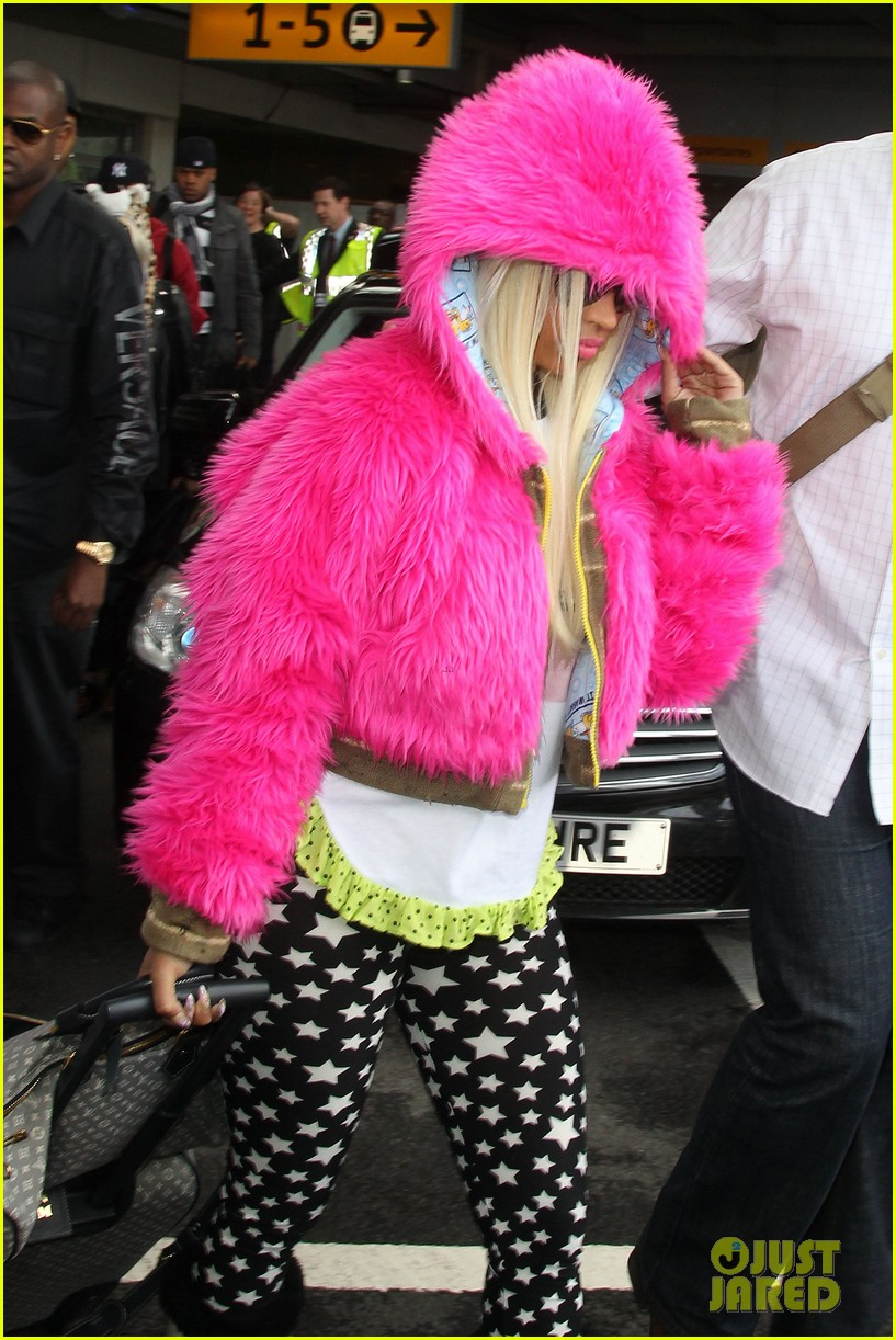 nicki minaj hot pink fur coat 08