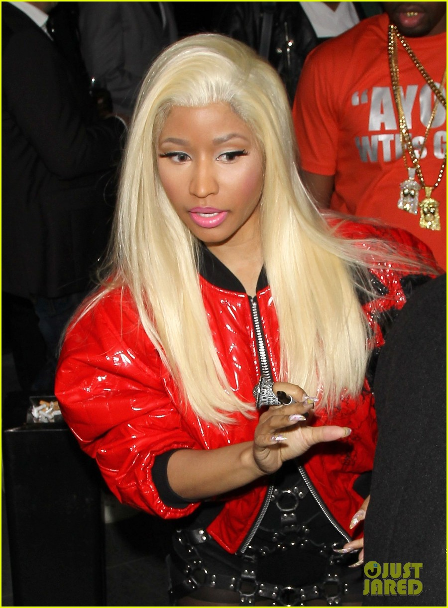 minaj red jacket 04