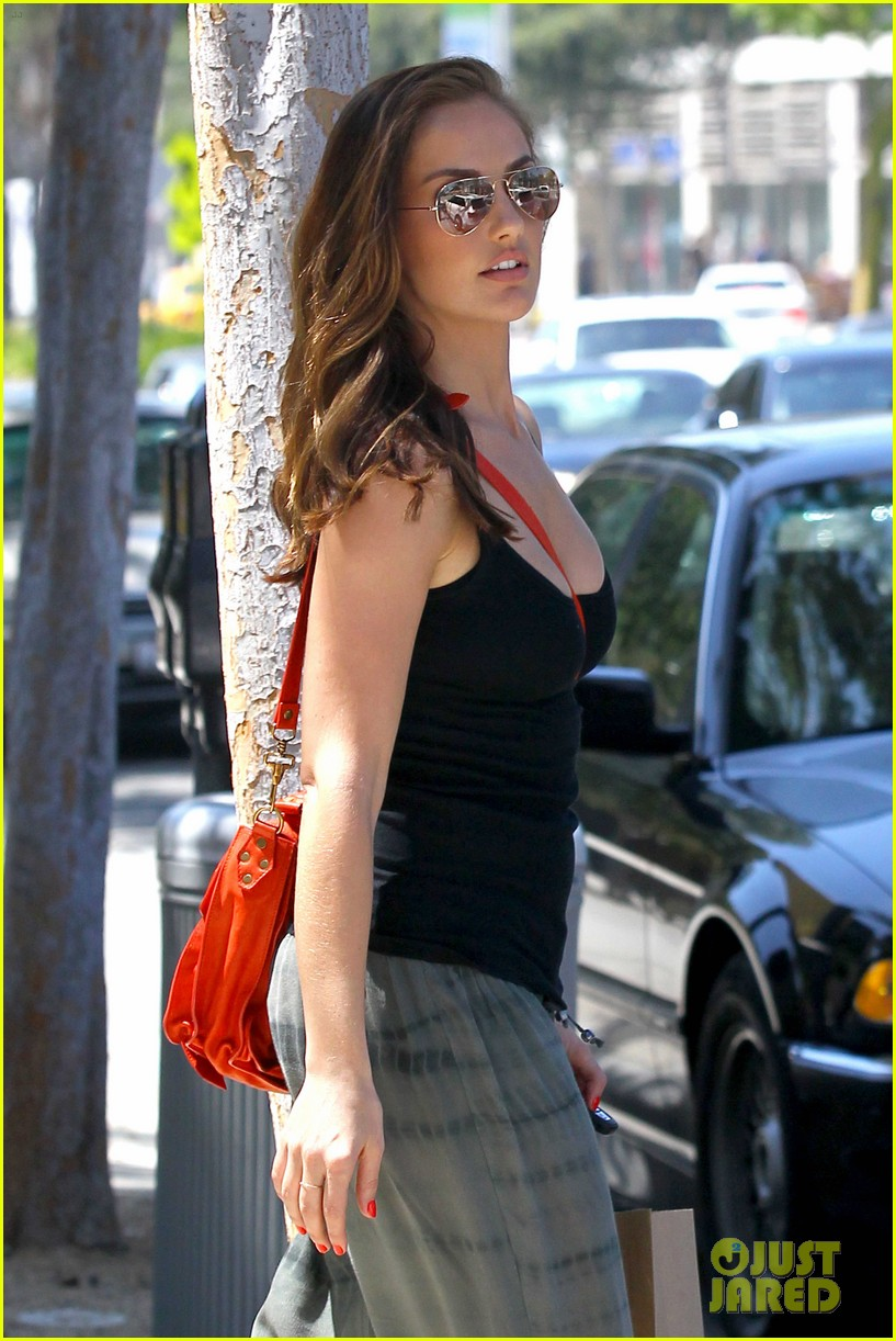 minka kelly pressed juicery 08