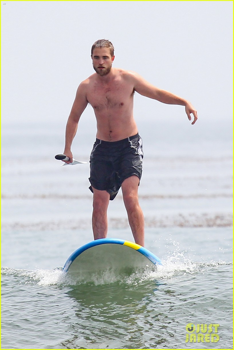 robert pattinson shirtless paddleboarding 05