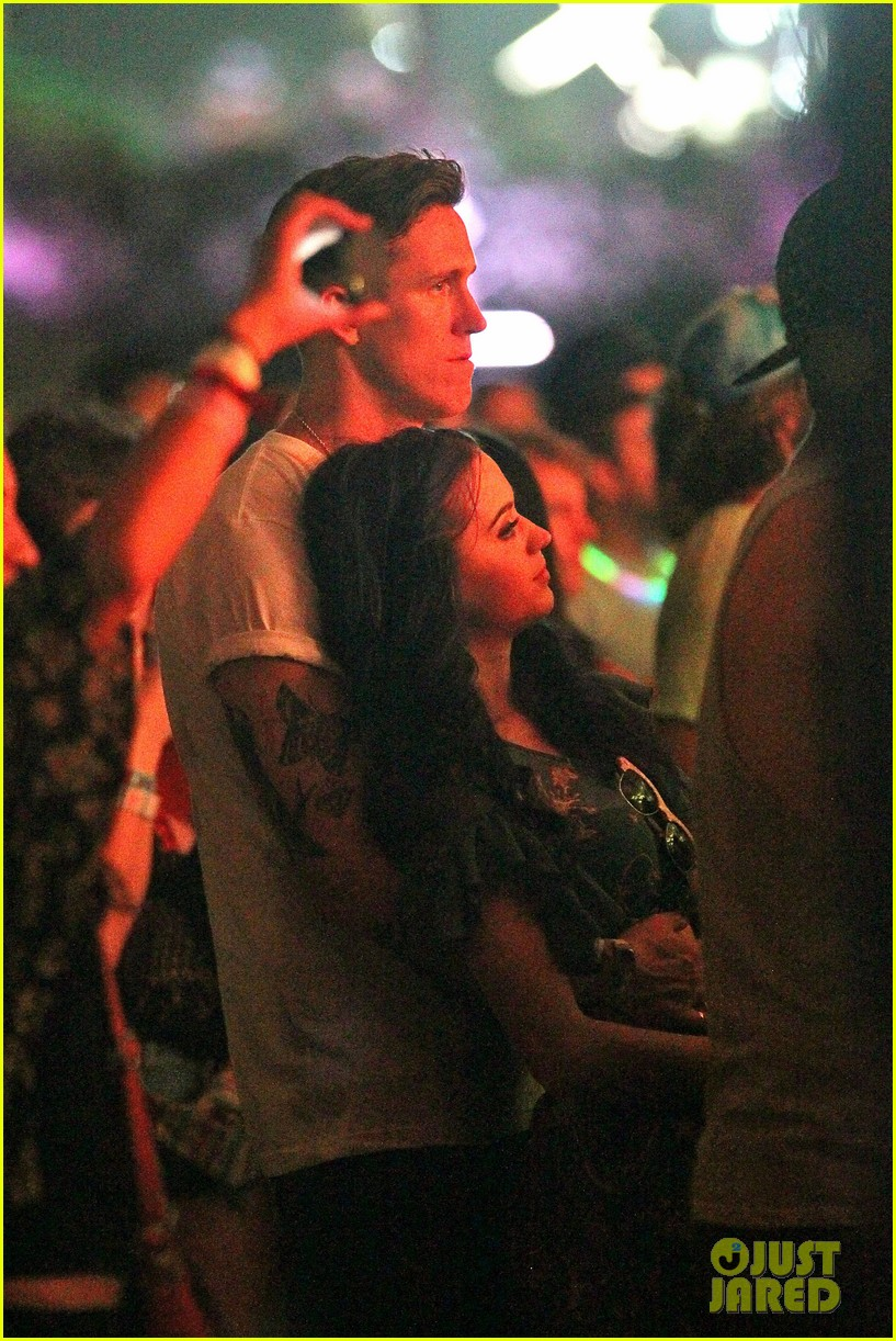 katy perry robert ackroyd coachella kisses 07