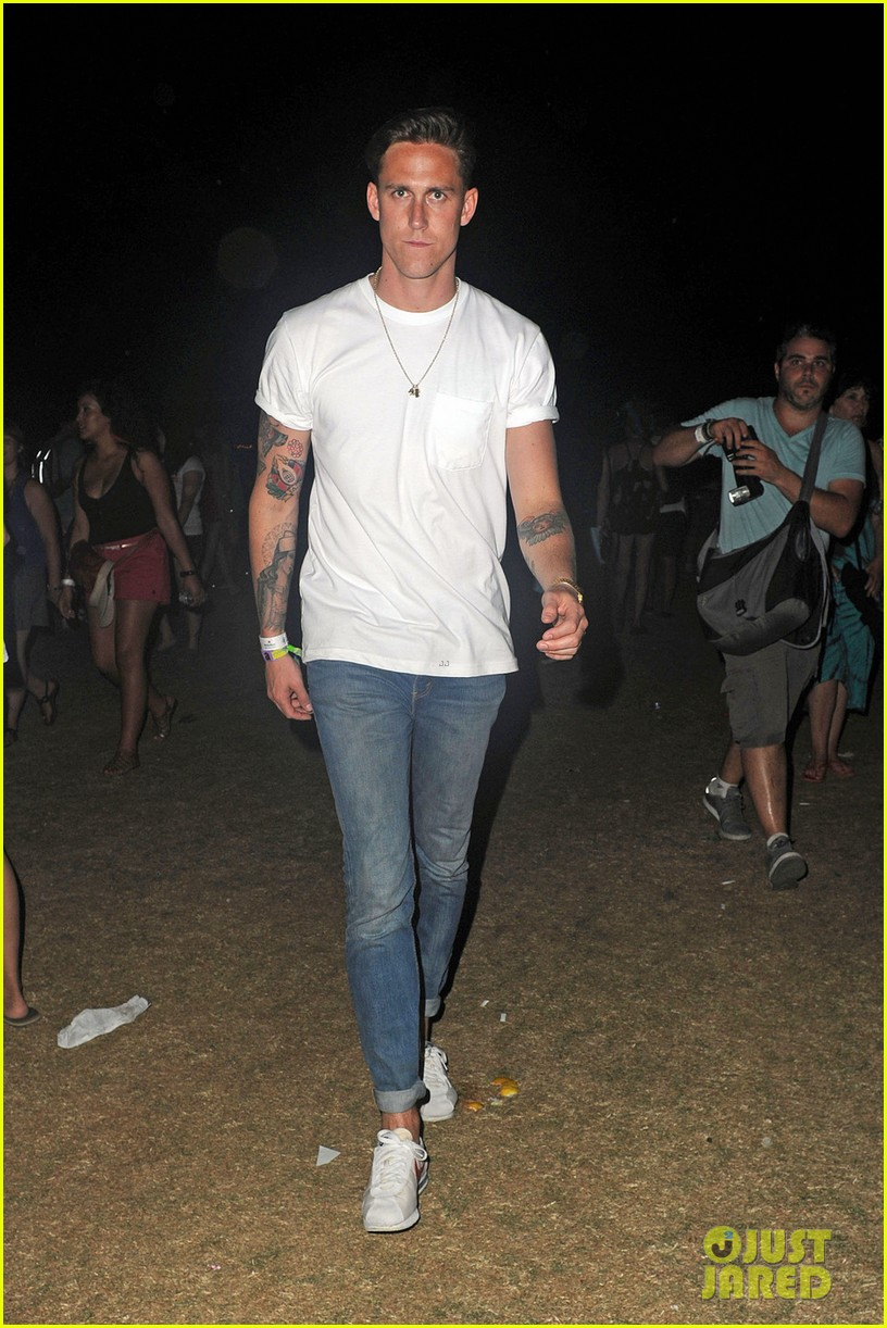 katy perry robert ackroyd coachella kisses 14