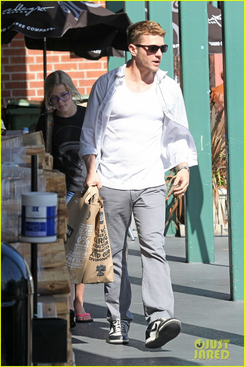 ryan phillippe ava whole foods 032650064