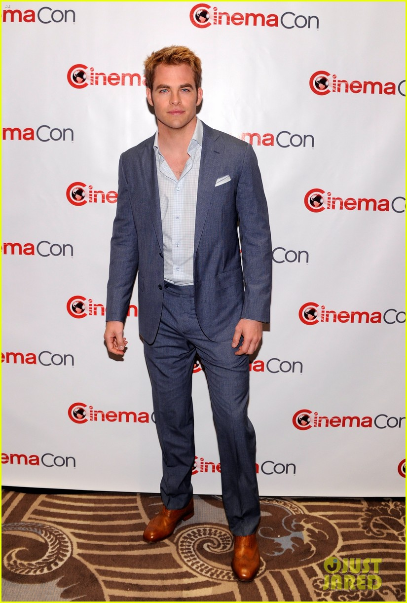 chris pine adrianne palicki cinemacon awards 2012 07