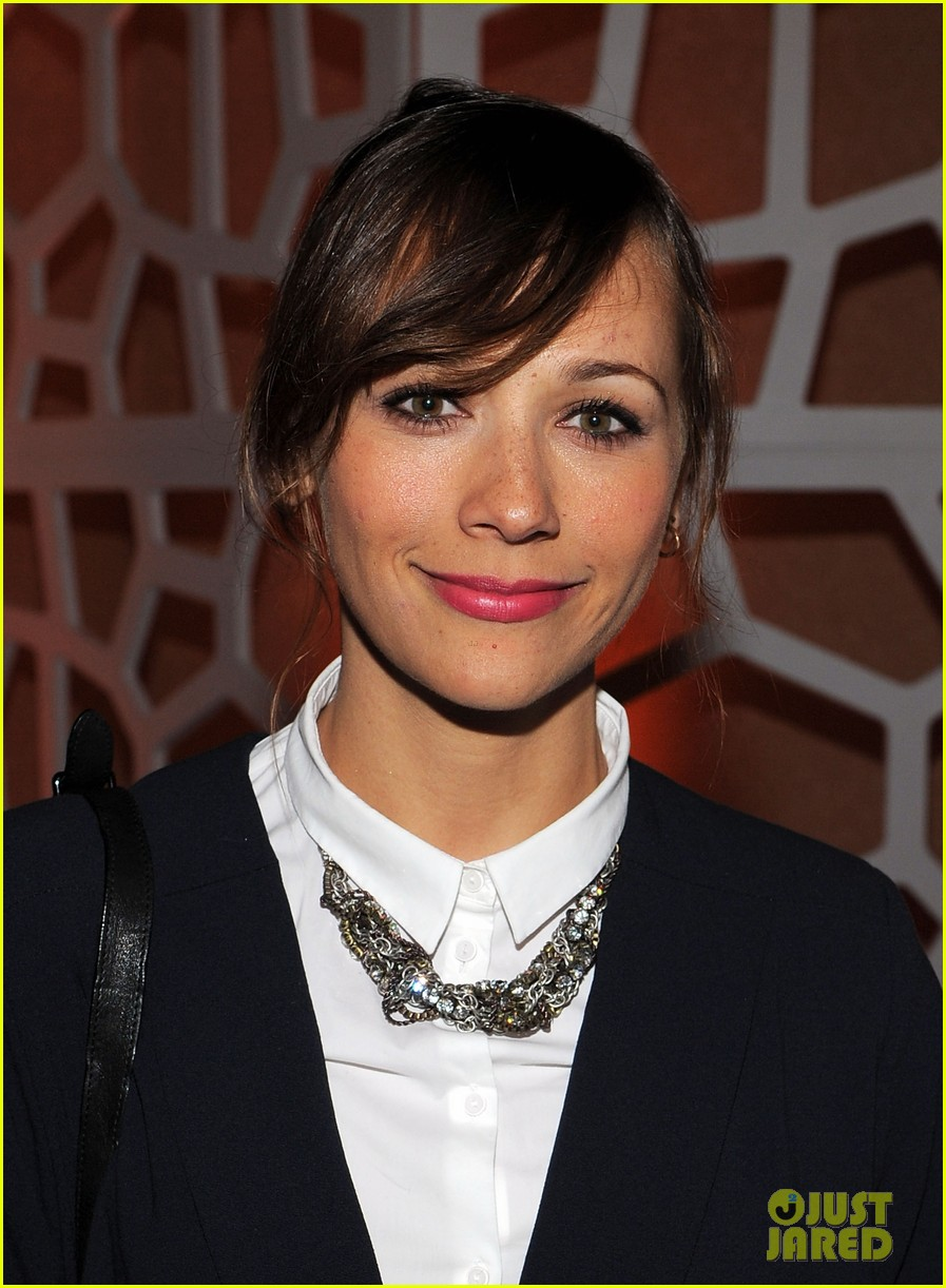 rashida jones chace crawford white house weekend 03