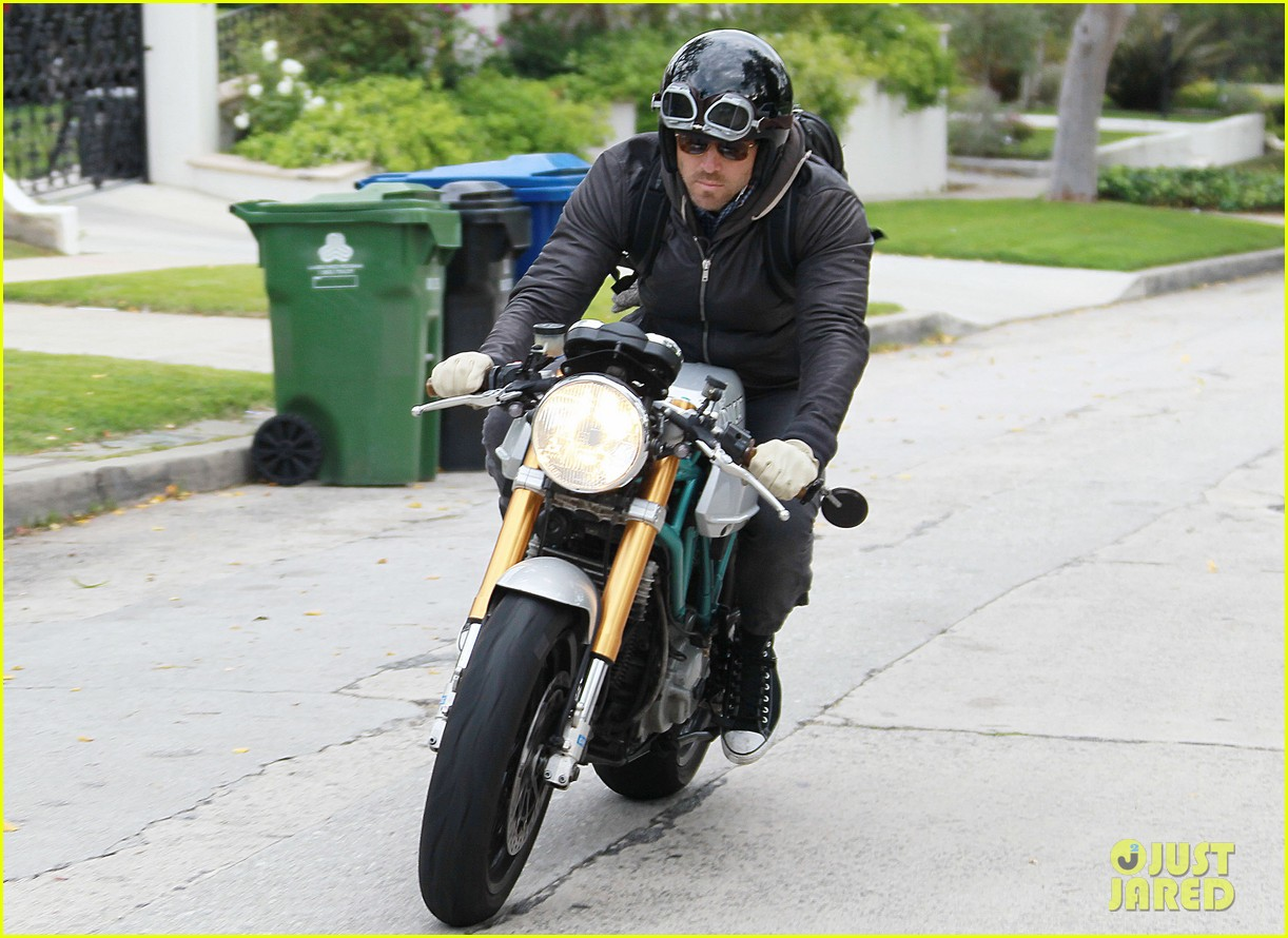 ryan reynolds motorcycle man 07
